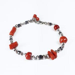 Bracciale in ematite, argento e particolari in corallo rosso