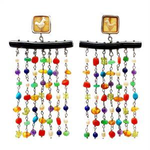 Orecchini chandelier con cammeo al lobo, ramo di corallo nero e fili di pietre colorate OR0120