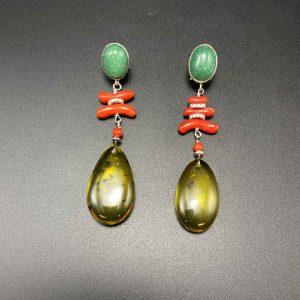 Orecchini con pendente a goccia in Ambra del Baltico, Corallo naturale, Avventurina e argento OR8320