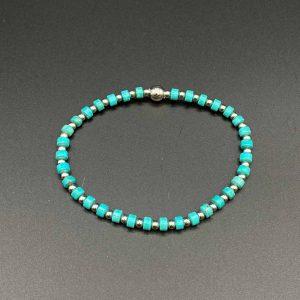 Bracciale elastico da uomo con pietre azzurre di aulite e argento BR10420
