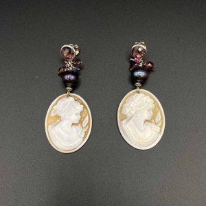 Orecchini pendenti con cammeo, perle, chiarite e argento rodiato OR9520